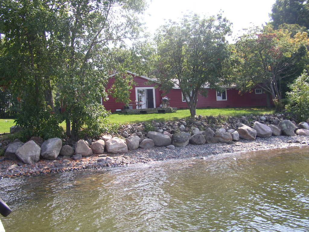 Summer lakefront house rental lyback 39 s ice fishing on for Mille lacs lake fishing regulations